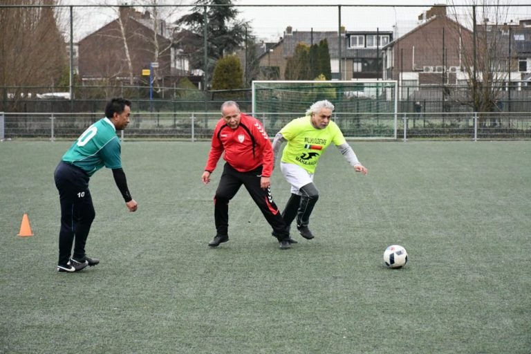Succesvolle eerste editie van Walking Football meeting in Moordrecht