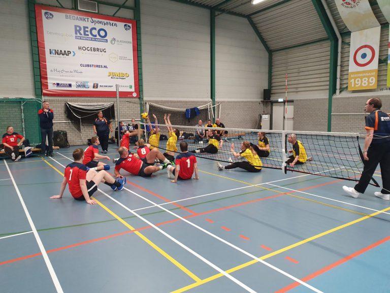 Zitvolleybal clinic voor de jeugd ZVH in Zevenhuizen