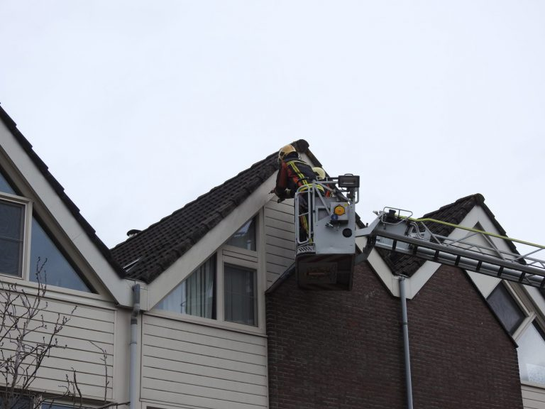 Brandweer druk met stormachtige zondag