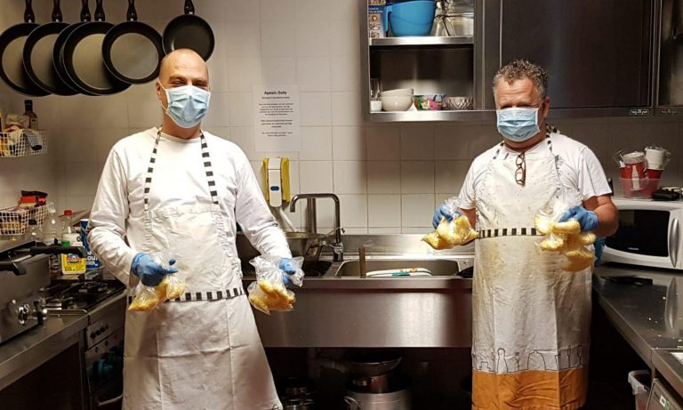 Vrijwilligers Welzijn Zuidplas koken 125 maaltijden, bezorging door de Rotary