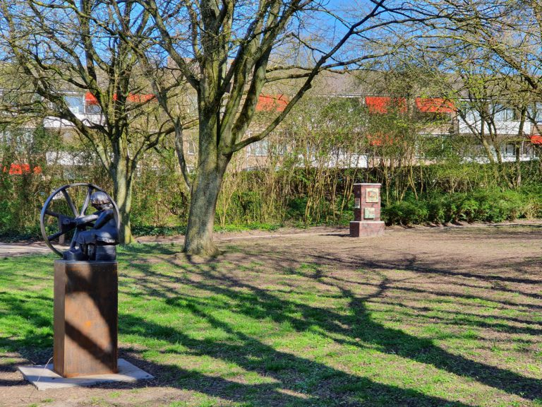 Oudheidkamer Moordrecht dicht, beeldentuin opening uitgesteld