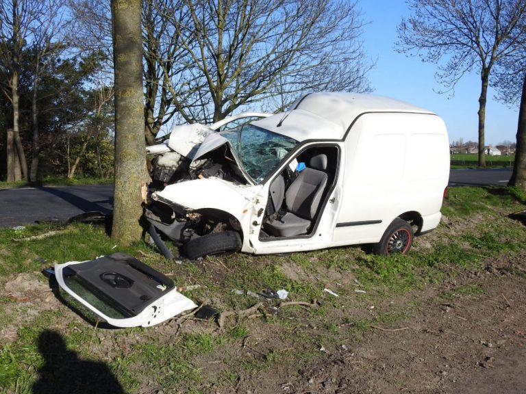 Bestuurder ernstig gewond na eenzijdig ongeval Middelweg Moordrecht