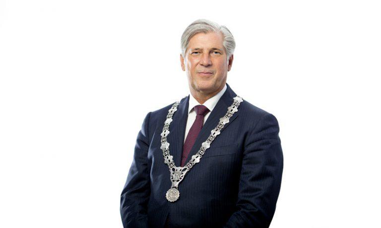 """Capelse burgemeester Oskam: """"Blijf ook dit weekend thuis"""""""
