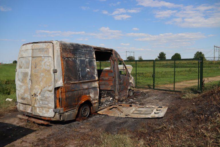 Getuigen gezocht van uitgebrande bestelbus in Nieuwekerk