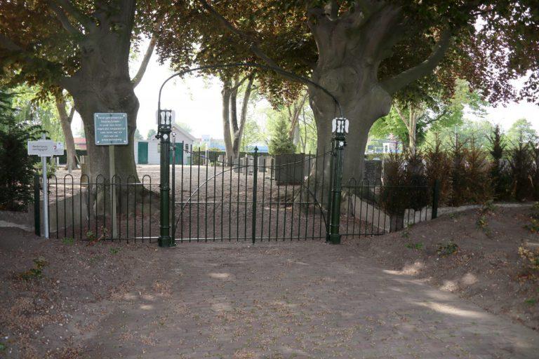 HVN blij met begraafplaatshek oude begraafplaats Nieuwerkerk