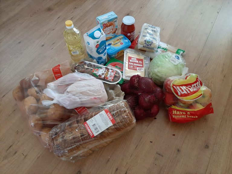 Islamitische Moskee Errahmane pakketten maakt Boodschappenkast en gezinnen blij
