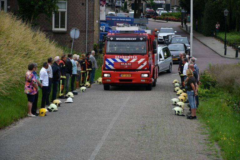 Indrukwekkend afscheid van overleden voormalig brandweerman Bert van Vliet in Moordrecht