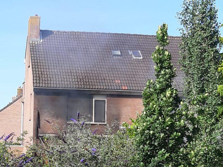 Twee bewoners gewond bij grote brand in drie woningen aan Schijfmos in Nieuwerkerk