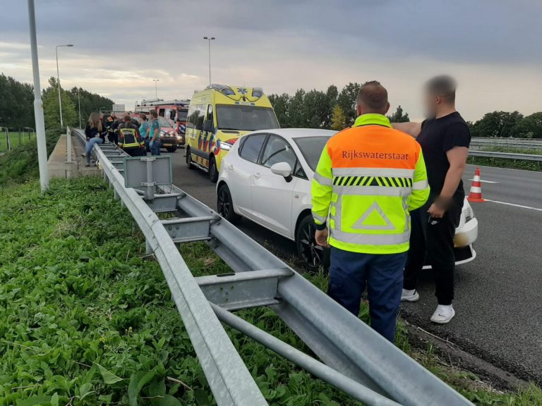 Verkeersaso veroorzaakt gevaarlijke situaties en schade, meldt zich later bij politie