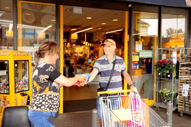 Zevenhuizen vult 41 dozen met levensmiddelen voor de Boodschappenkast