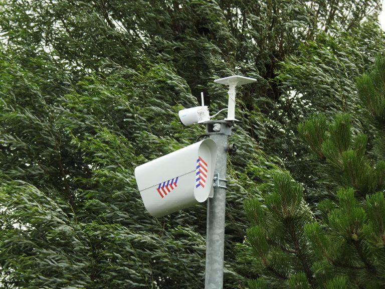 Is de flitspaal echt of nep langs de dijk in Moordrecht?