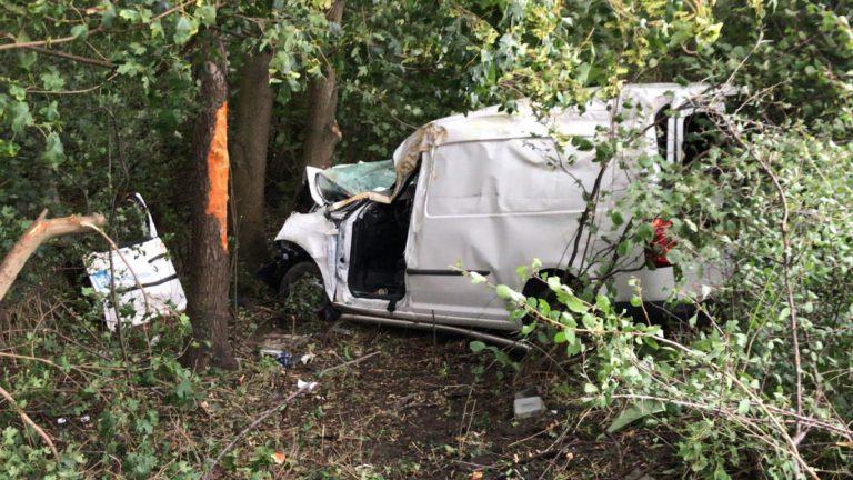 Auto uit de bocht gevlogen op A20 bij afrit Nieuwerkerk, bestuurder gewond