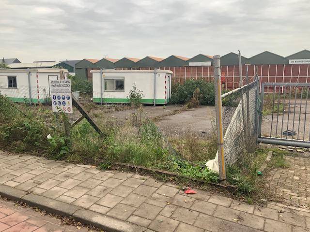 PvdA/GroenLinks wil aanpak verpaupering gebouw van voormalig tuincentrum Zilverberk in Zevenhuizen