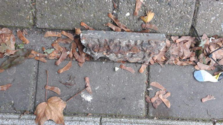 Weer betonstukken naar beneden gevallen bij station Nieuwerkerk