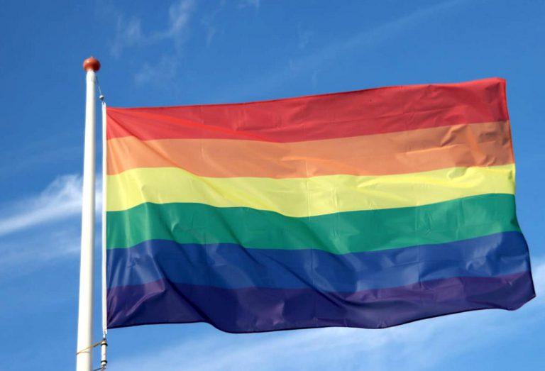 Teleurstelling over regenboogvlag die wel voor maar niet op Coming-out day hangt in Zuidplas