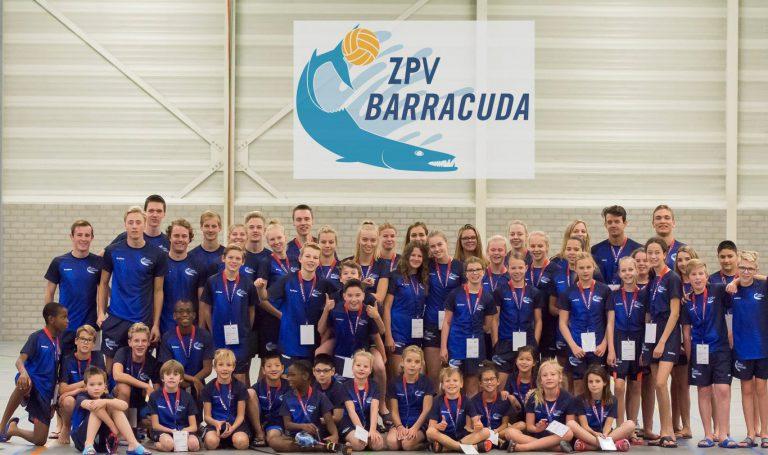Chen Xi van Vianen bezorgt Barracuda team taart