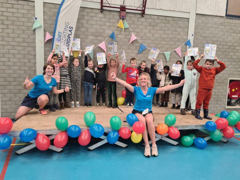 136 trotse kinderen behaalden net voor de lockdown hun zwemdiploma in Moordrecht