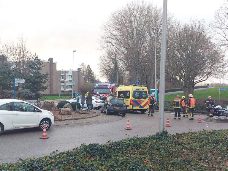 Automobilist gewond na aanrijding op rotonde Kerklaan