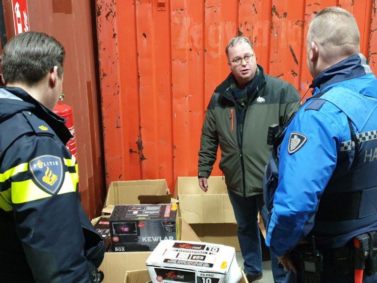 Illegaal vuurwerk en drugs grondstoffen aangetroffen in Zevenhuizen