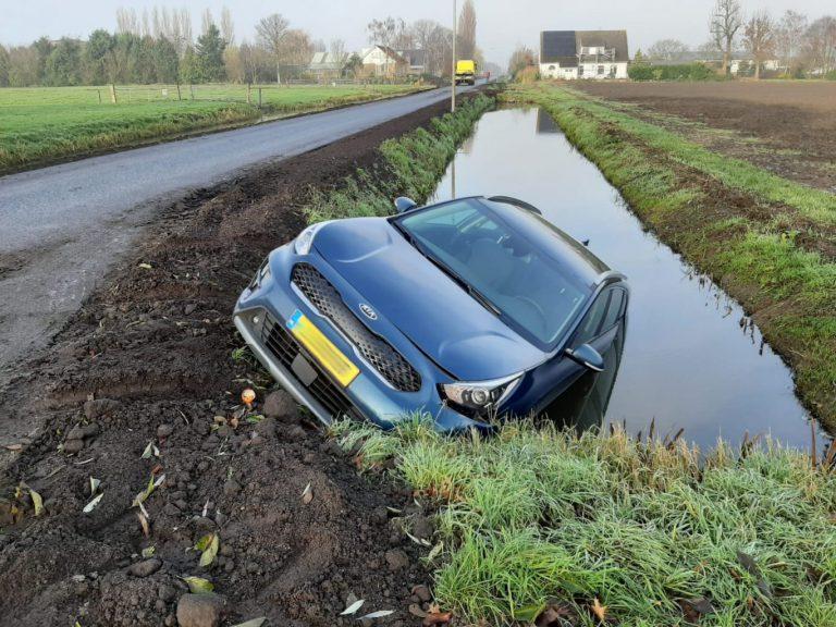 Brandweer, ambulance, traumateam en politie naar melding 'auto te water' – Knibbelweg Zevenhuizen