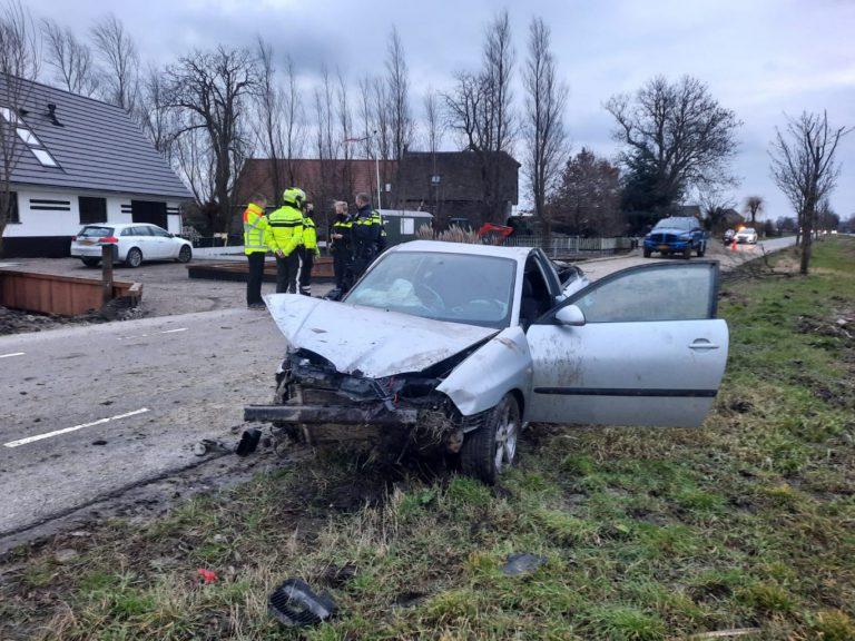 Sluipende auto gelanceerd door zandberg parallelweg N219