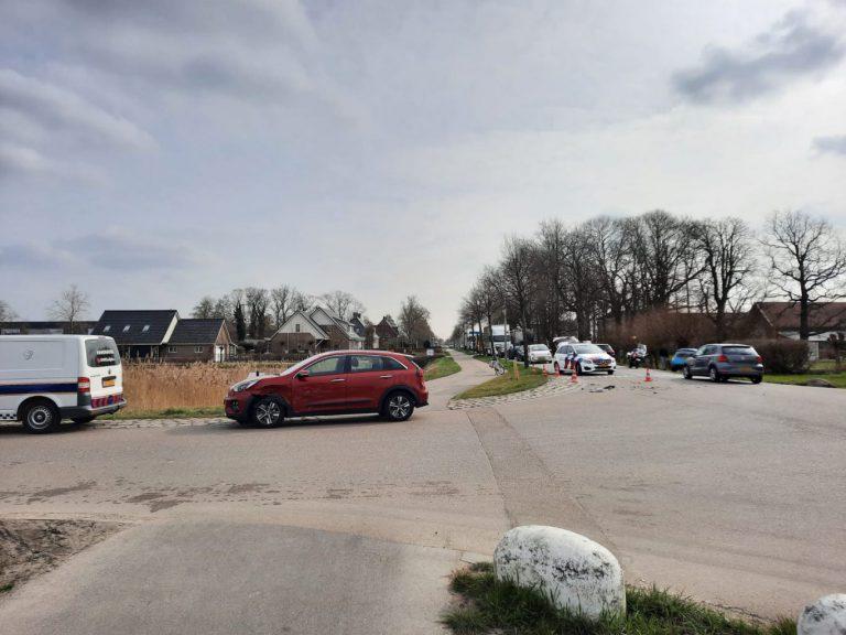 Blikschade en forse opstopping door aanrijding met 3 voertuigen op Bredeweg in Zevenhuizen