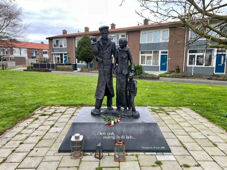 President RMS : Reizende tentoonstelling in 2 werelden – Molukkers in Nederland schept een historisch onjuist beeld