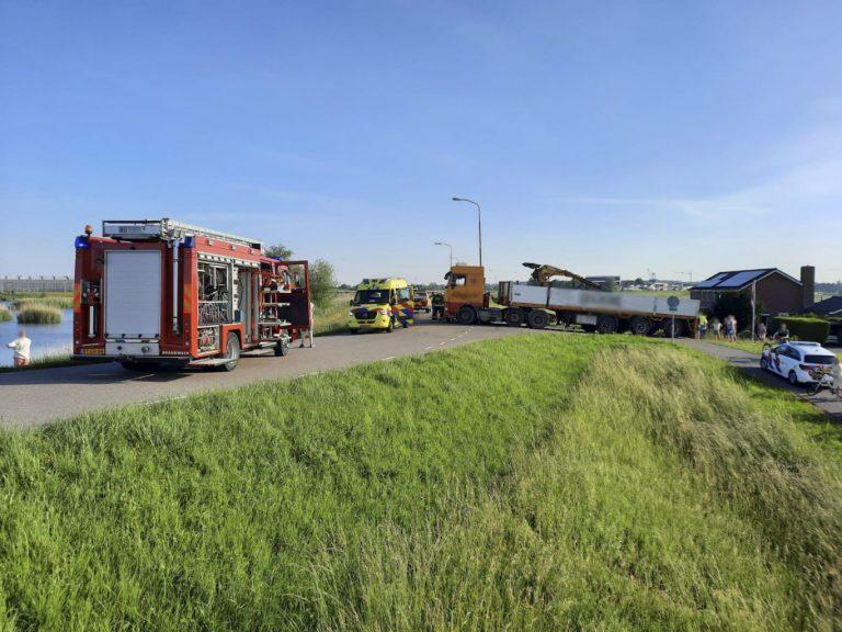 Slachtoffer onder vrachtwagen Schielandse Hoge Zeedijk West in Moordrecht