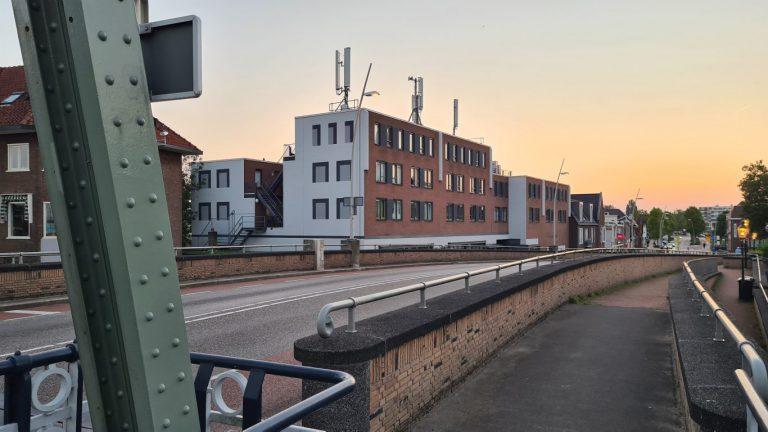 Street art gevel naast hefbrug wordt eyecatcher aan entree Waddinxveen