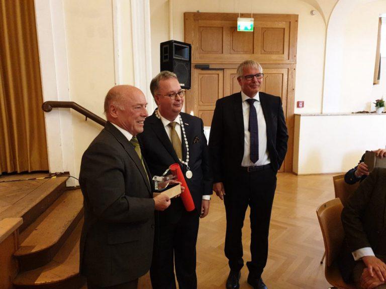 Nieuwe gemeentelijke onderscheiding voor Reiner Brombach (Bückeburg) +video