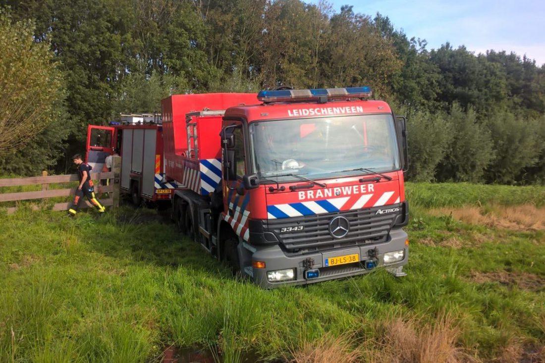 Brandweerwagen vast in bagger
