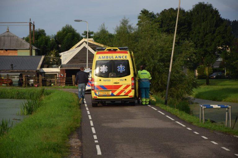Man rijdt met scootmobiel in sloot aan Bermweg in Nieuwerkerk aan den IJssel