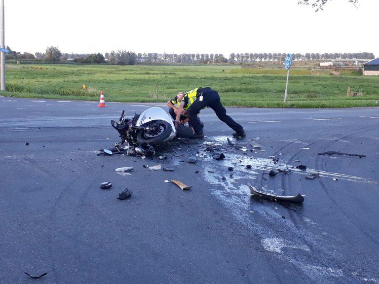 Motorrijder zwaargewond na botsing op Middelweg Moordrecht