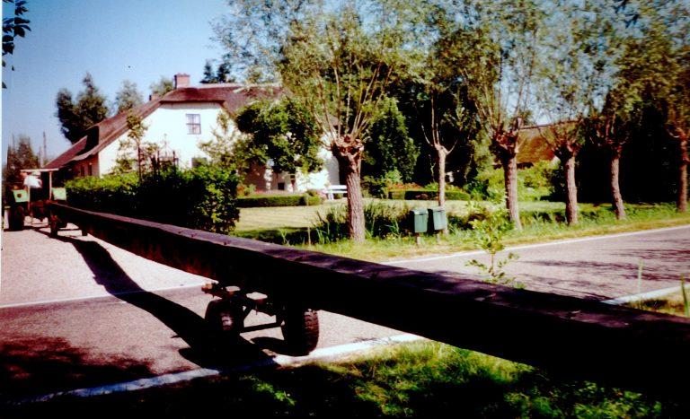 Molenroede van Esse-bovenmolen bij Oudheidkamer HVN, in 1 stuk getransporteerd uit Neede door BOS