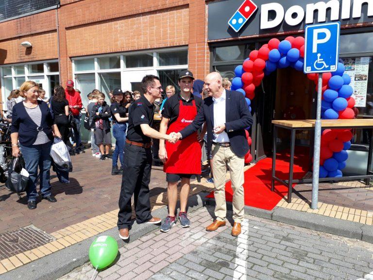 Officiële opening Domino's pizza in Reigerhof met gratis pizza's